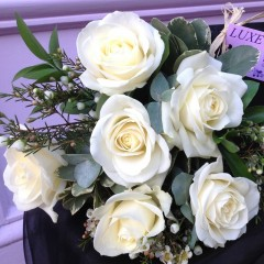 cream or pink rose posy